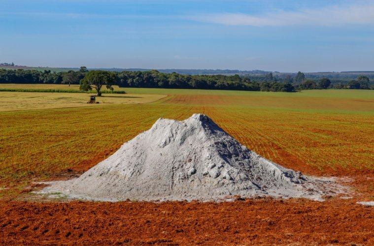 calcário-no-solo
