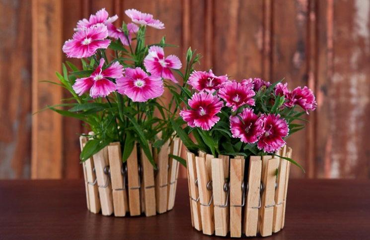 vaso-de-plantas-com-pregadores